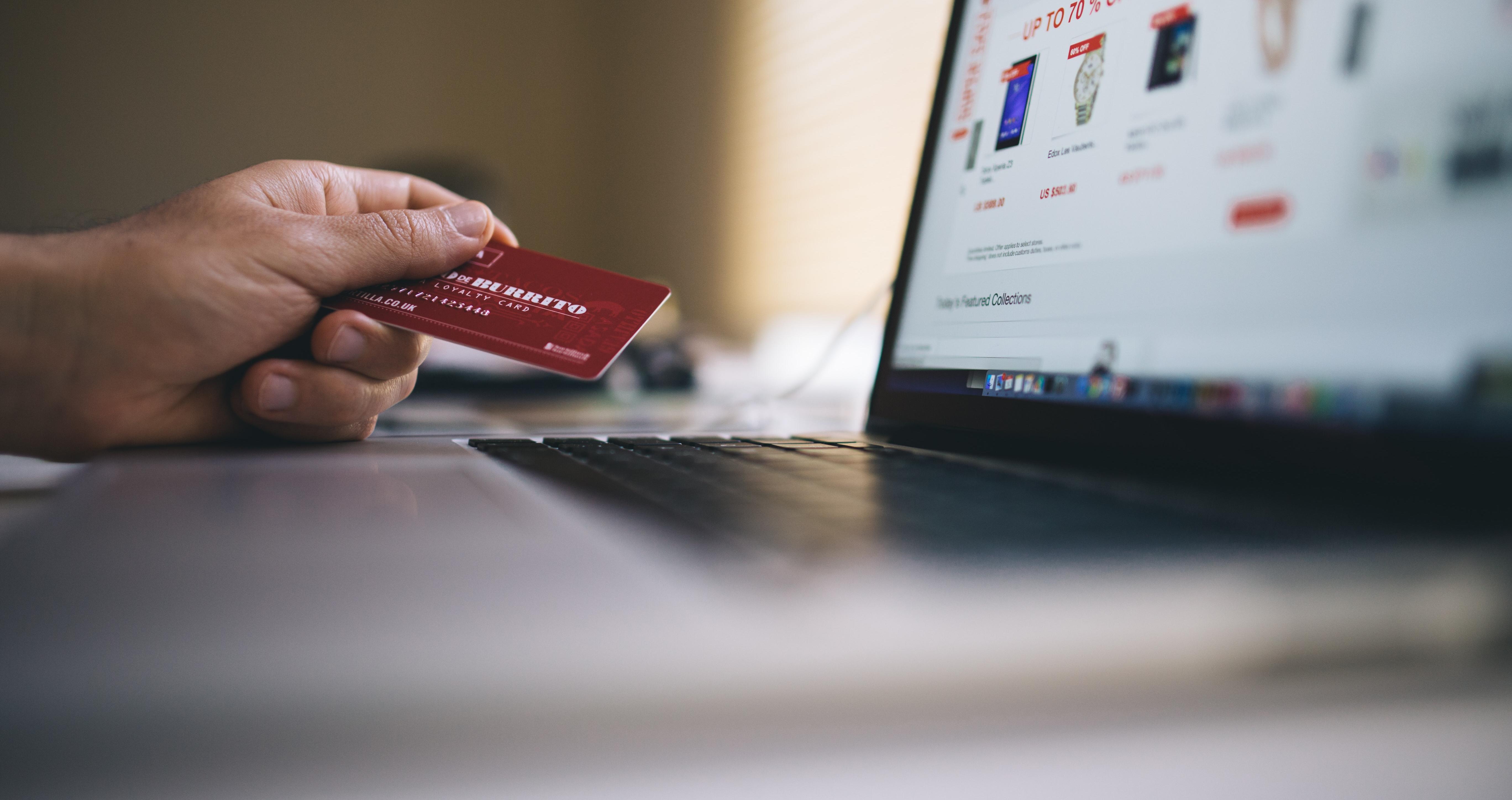 1 em cada 3 brasileiros tem a possibilidade de fazer compras online