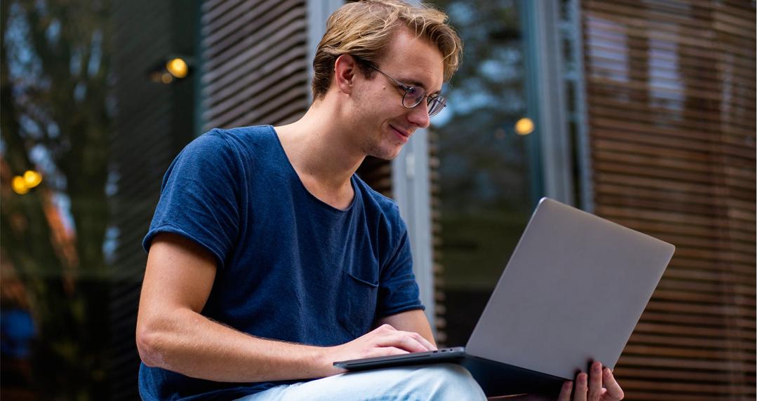 Órbi Academy oferece 100 mil bolsas de estudo online e gratuitas