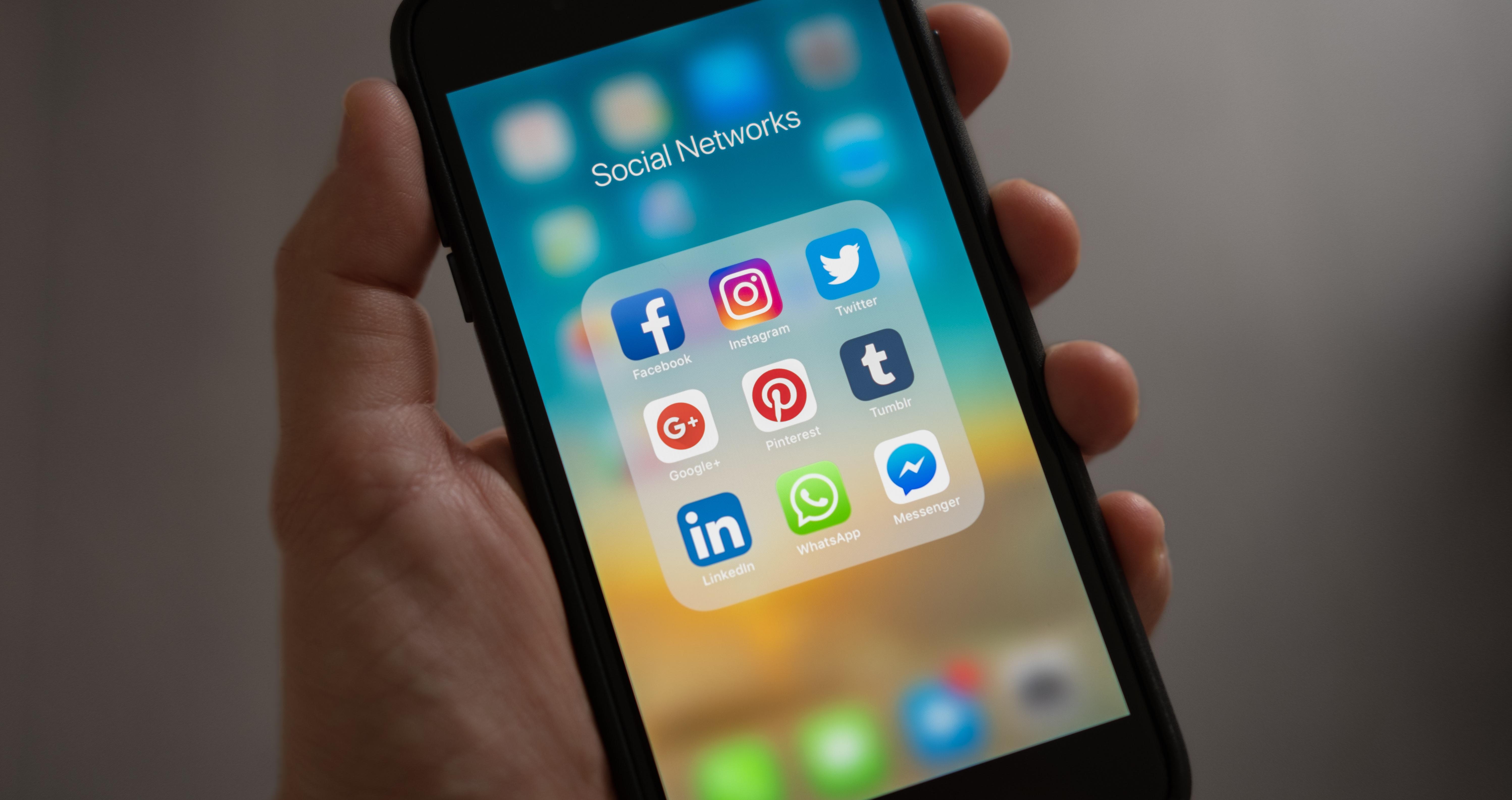 Projeto prevê que redes sociais verifiquem dados pessoais de usuários